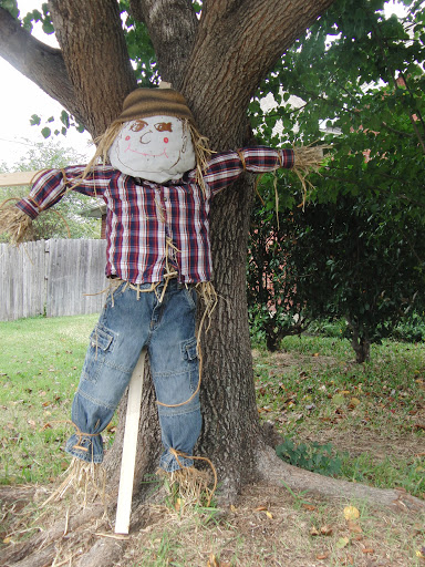 How to make scarecrows