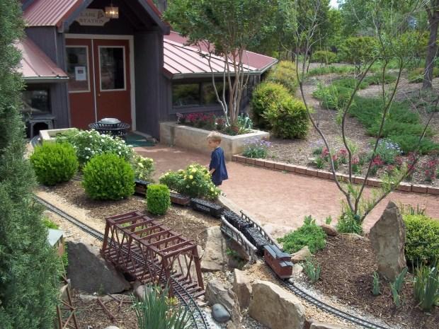 leo 2011 Clark Gardens.jpg